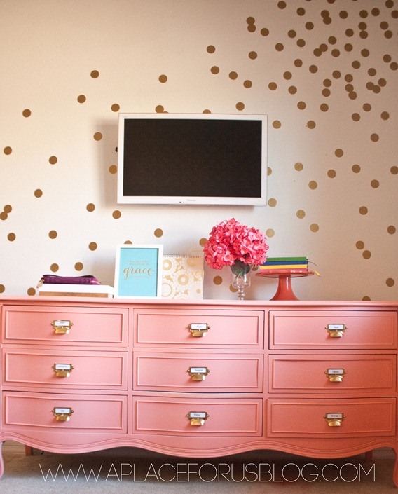 DIY-CONFETTI-WALL-with-decals_thumb